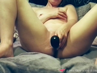 French Amateur squirt with dildo - Vends-ta-culotte