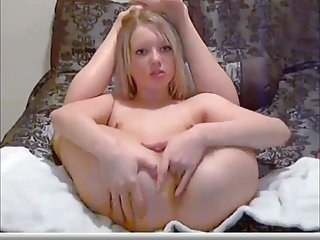 VERY YOUNG WEBCAM GIRL PLAY POESY