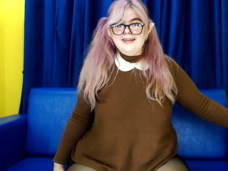 Cam Dolls - Nice BBW nerd shakes her caboose and belly