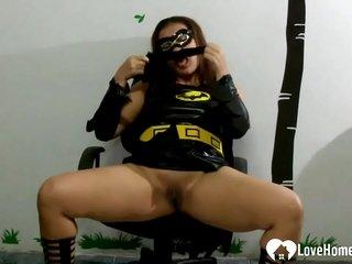 Steamy mummy stuffs her coochie with undies