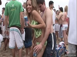 special-assignment-77-beach-parties-uncensored-scene 8